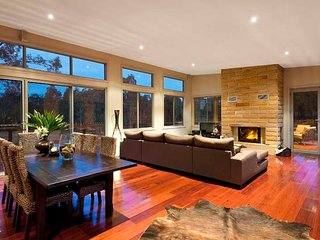 Bluecliff Retreat - Award Winning House, Pokolbin