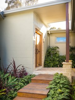 Hunter Valley Accommodation - Blue Cliff Retreat - Exterior