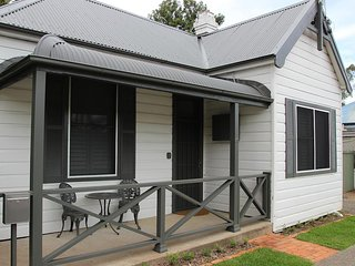 Hunter Cottage - Fully renovated miners cottage, Branxton