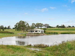 The Lake house * 201 located on the water in a private vineyard, Lovedale