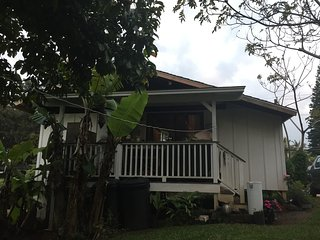 simple sweet country cottage one and a half mile out of Makawao town clean