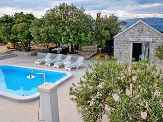 Holiday Home Sweet Dreams - Two-Bedroom Home with Private Pool and Terrace
