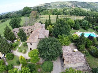 Beautiful farmhouse with apartments and pool, Cortona