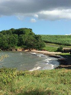 la plage des pêcheurs devant la maison, au bord de route