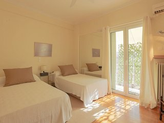 Central Athens spacious apt. 5min from Metro, Atenas