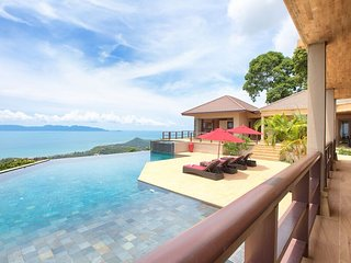 Stunning 4 bedroom luxury villa with breathtaking ocean views, private pool