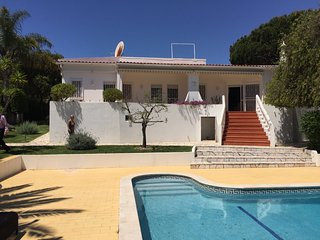Holiday Villa with swimming pool in Acoteias Olhos De Aqua, Olhos de Agua