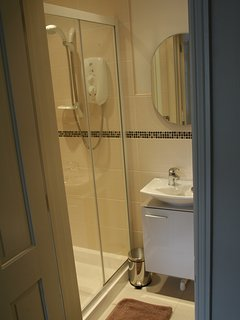 Ensuite shower / WC to bedroom 1