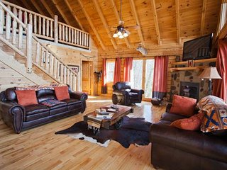 Luxurious 5 Bedroom Log Cabin Near Dollywood, Pigeon Forge