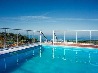 Apartamento T2 Com Piscina e Vista Deslumbrante para o oceano na Nazare