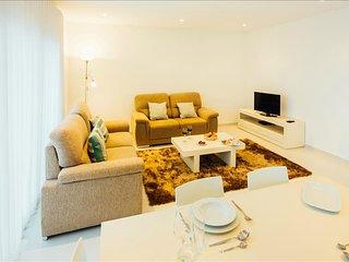 Apartamento de ferias para alugar | 2 Quartos | Grande Piscina Comum e Terraco |