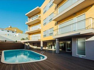 Luxuoso Apartamento T1 | Piscina Comum | Apenas a 7 min a pe da praia
