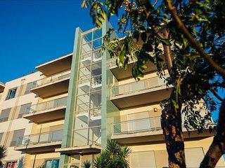 Apartamento T4 | Ideal para famílias | Prédio com piscina e a 3 min. a pé da Pra