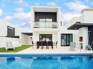 Casa de ferias para alugar | 3 quartos | Piscina e Jardim privado com Churrasque