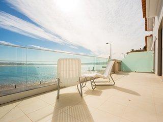 Apartamento de feria para alugar | 5 quartos | À beira-mar com vista para a Baia