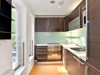 Flat 9, Bright spacious 3 bedroom apartment in the heart of Kensington