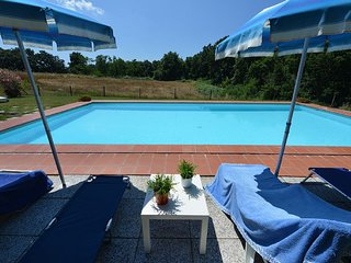 Dreaming in the greenery! With pool. Sleeps 3, Guasticce