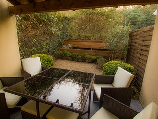 Maison T3, jardin sans vis a vis, parking, calme, climatisation