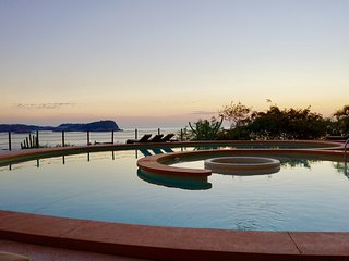 Oceanfront Terrace, Nearby Beach, Two Pools, Free Private WiFi, 24-hour Security, Huatulco