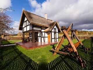 Hereczowka, a little house between hills, Bardo