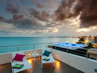 Le Papillon Penthouse - Stunning, modern beachfront unit with private roof top, Simpson Bay