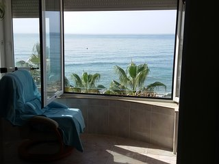 1a Linea de playa, precioso piso en Mezquitilla/ Beachfront appartment