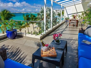 Le Papillon - Modern Beachfront Unit, stunning view, great amenities, Simpson Bay