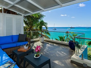 Le Papillon - Modern Luxurious Beachfront Unit, extra clean, stunning view