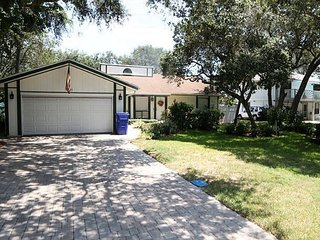 1750 Sq Ft, 3 BR, Comfortable Canalside Home, Dock, Boat Lift