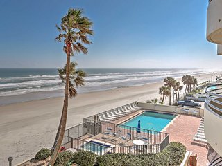 Beautifully Decorated 2BR Oceanfront Condo in Daytona Beach w/Wifi, Private Patio, Sweeping Ocean Views & Direct Beach Access - Minutes to Daytona Int'l Speedway & More!, Daytona Beach Shores