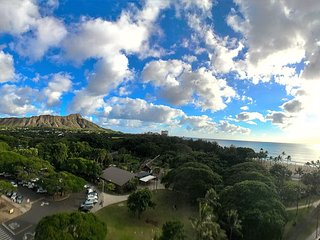 (NEW LISTING) Waikiki Views, Views Views!