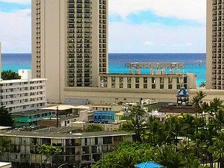 (NEW LISTING) OCEAN/MOUNTAIN VIEWS in Waikiki!!! AS1412