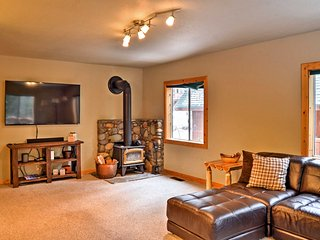 Tahoe Donner Home w/ Resort Amenities- Near Skiing