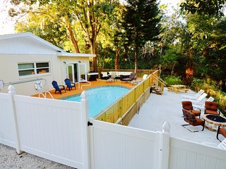 Clearwater Entertainment Oasis on Private Creek: 30 Guest Max. Sleeps 12-18