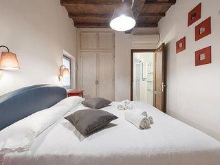 3-BEDROOM CLOSE TO MERCATO CENTRALE SLEEPS 7!!, Florencia