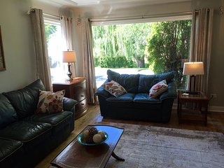 Cozy and comfortable retreat just steps to the beach in central Kelowna