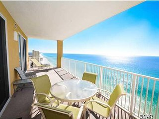 Tropic Winds, Luxurious PENTHOUSE Corner Unit, Sleeps 6, Beach Service, Wifi, Panama City Beach