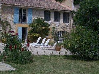 Charmant mas provencal en pierre avec piscine privee
