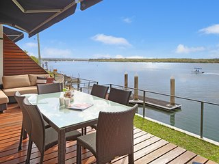 Mariners Point - Absolute Waterfront, Noosaville