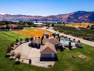 Gorgeous home with private pool and hot tub, huge lawn, lake views!, Manson