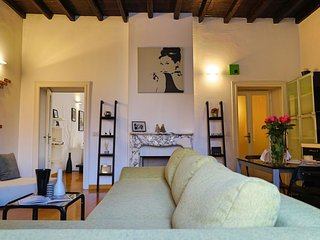 Spacious Pasubio apartment in Centro Storico with WiFi & lift.