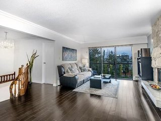 Spacious 3 br Home / 5 mins to Downtown Bus, Burnaby