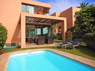 Villa with private pool Salobre Villas I