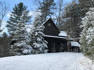 CLOUD VIEW- 5BR/3.5BA- LUXURY CABIN WITH A BREATHTAKING MOUNTAIN VIEW, 2 WOOD BURNING FIREPLACES & 1 GAS LOG FIREPLACE, HOT TUB, WIFI, FOOSBALL, AIR HOCKEY, PINBALL ARCADE GAME, POOL TABLE, SECLUDED, PAVED ACCESS, GAS GRILL! STARTING AT $400/night!, Blue Ridge