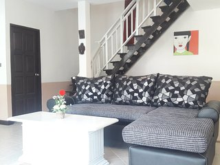 Four Bedroom House 2 Minutes to Fishermans Village + Bo Phut Beach * Jacuzzi *, Bophut
