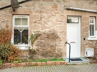 DRIFTWOOD COTTAGE, all ground floor, romantic cottage, WiFi, close to beach, in Nairn, Ref 941656