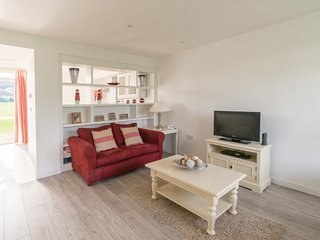 TWO BEDROOM HOUSE AT THE WEST BAY CLUB & SPA, superb on-site facilities, in Yarmouth, Ref 943764