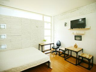 3 clean, bright studios, nice view, near District 1, Ho-Chi-Minh-Stadt