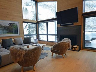 Premier ski-in/out property on Aspen Mountain with onsite hot tub. Great spring