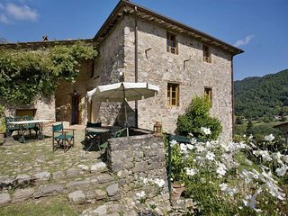 5 bedroom Apartment in Bozzano, Garfagnana, Tuscany, Italy : ref 2385728